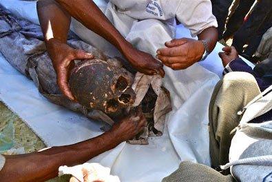 Madagaskar'da yapılan famadihana töreninden bir görüntü.